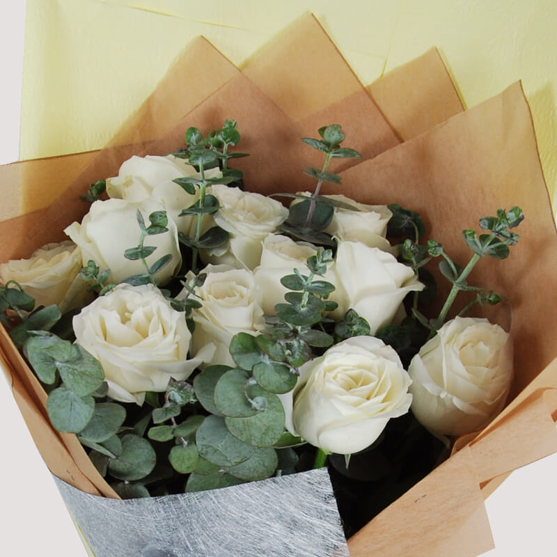 【巧繪網—浪漫傳情花束】FR530070網路花店‧深白色=11朵白玫瑰+當季新鮮花葉材
