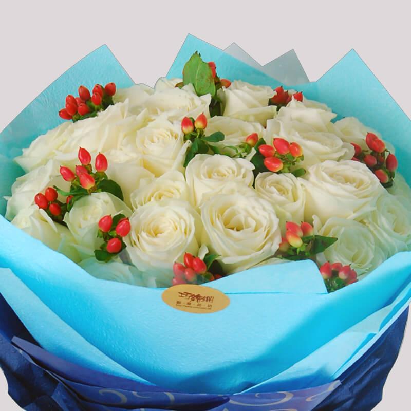 【巧繪網—浪漫傳情花束】FR050083網路花店‧我的天空=白玫瑰數朵+當季新鮮花葉材