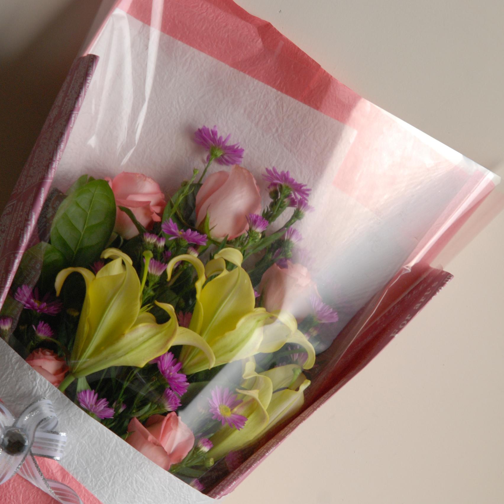 【巧繪網-FRL030007夢幻愛情】=多支特選玫瑰百合配當季新鮮花材=網路花店/傳情花束