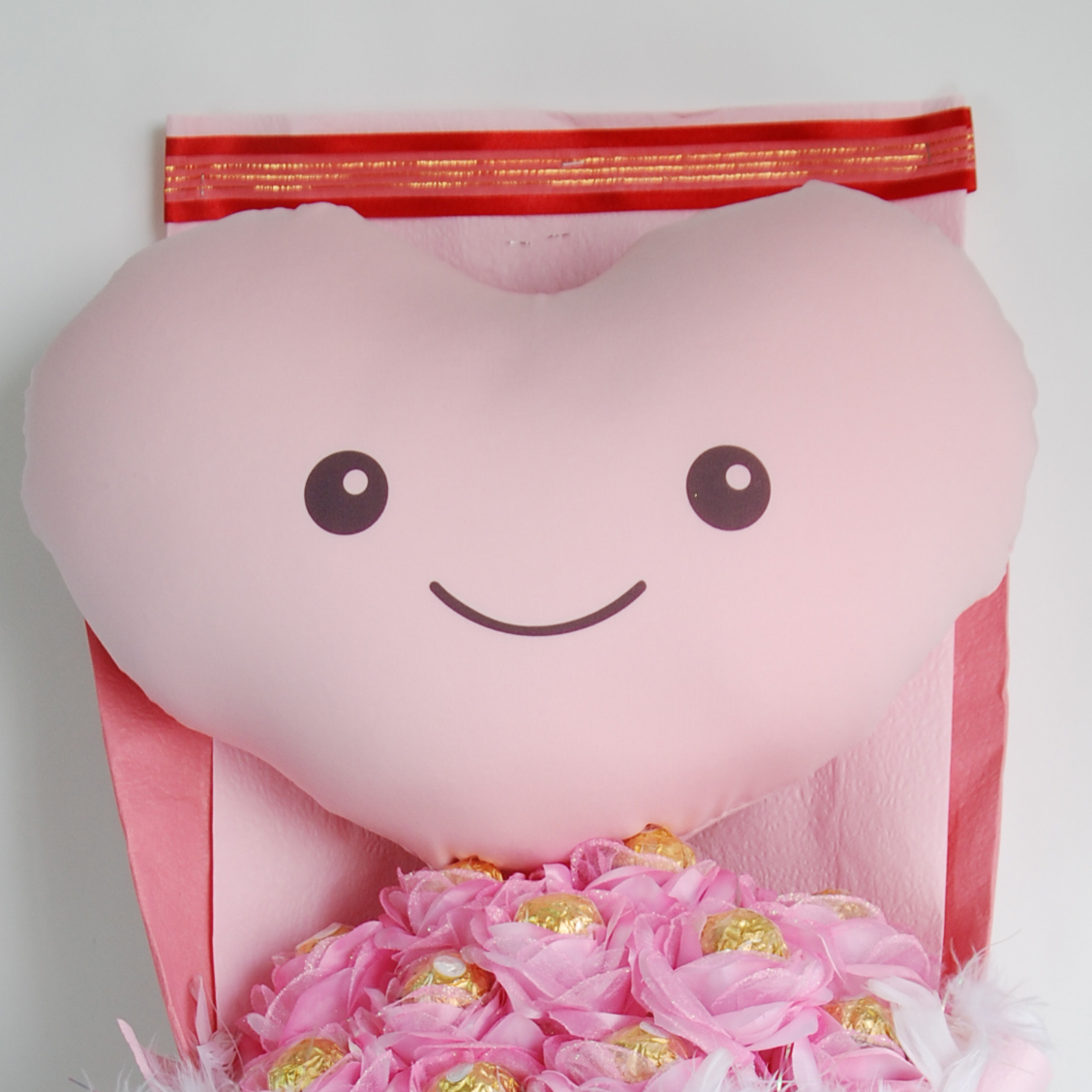 【CG570015微笑甜心花禮組】巧繪網獨家販售 巧克力愛心抱枕花束=金莎花束生日禮物(免運)