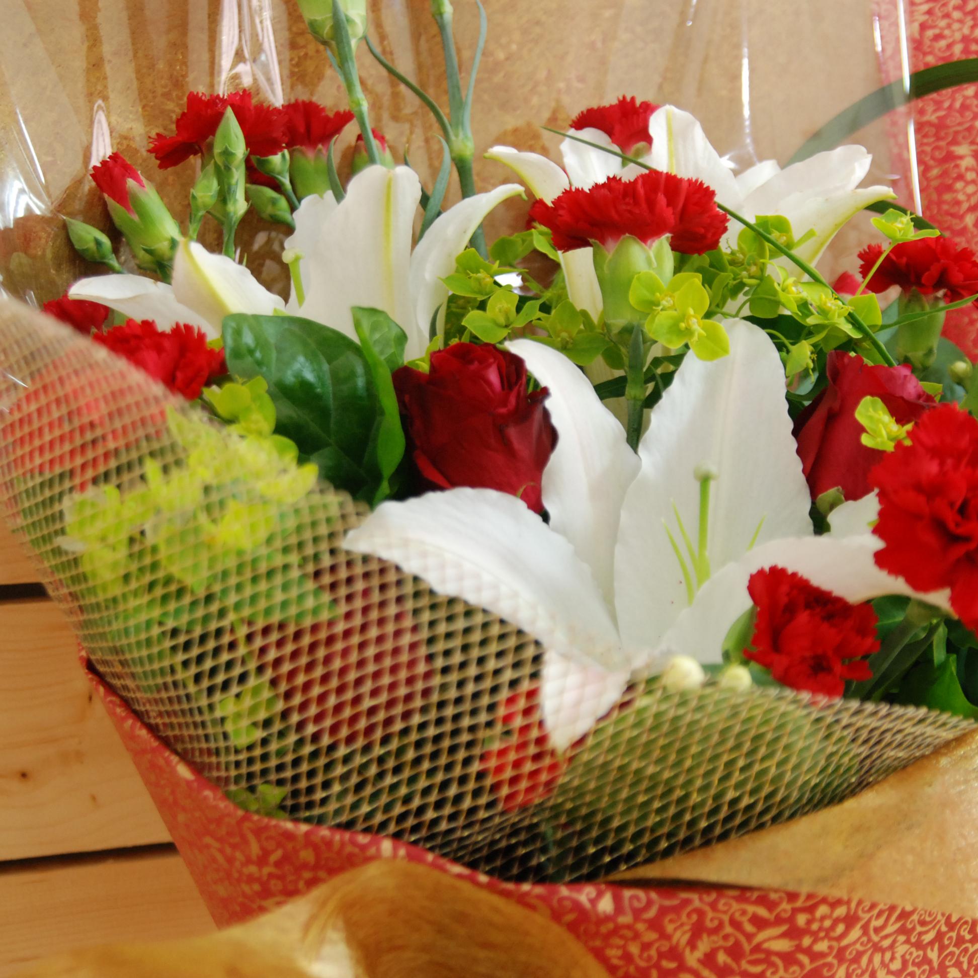 【巧繪網-DF070335】豪華康乃馨花束/百合花束/母親節花束禮物/再送馬克杯